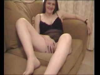Gorgeous amateur brunette wife gives foot job...